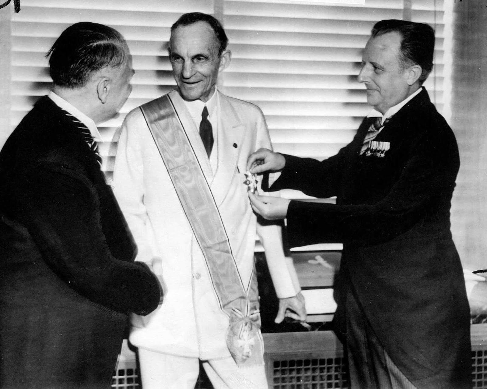 Henry Ford receiving the Grand Cross of the German Eagle from Nazi ...